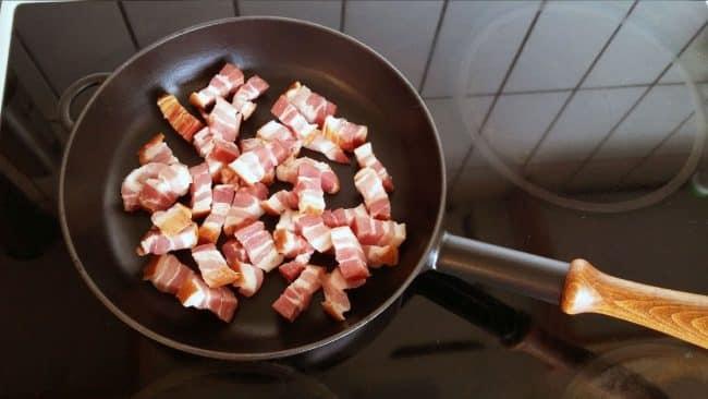 Bacon og støbejernspande fra Staub