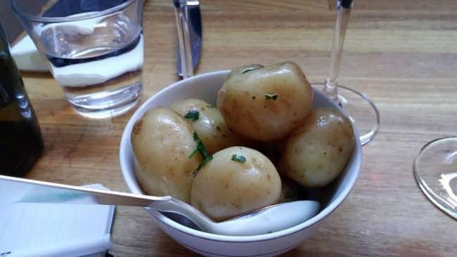 Nye danske kartofler med smør og persille