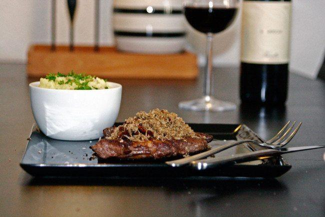 Ribeye fra jerseykvæg, smørstegte champignon, frisk sommertrøffel og knust kartoffel