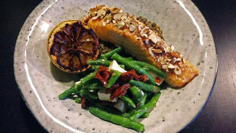 Laks i ovn, linser fra Puy og stegt citron | Madsvin.com