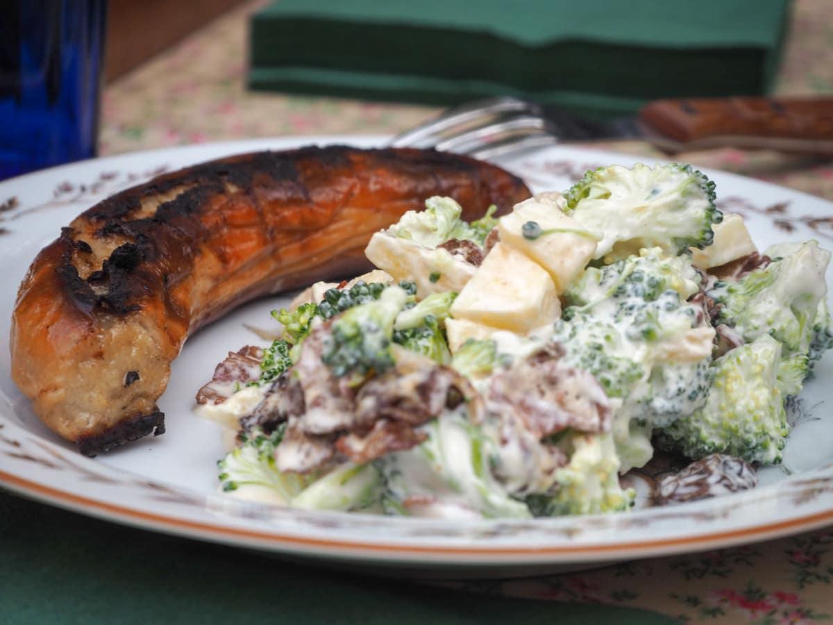 Broccolisalat med bacon – Svigermors opskrift