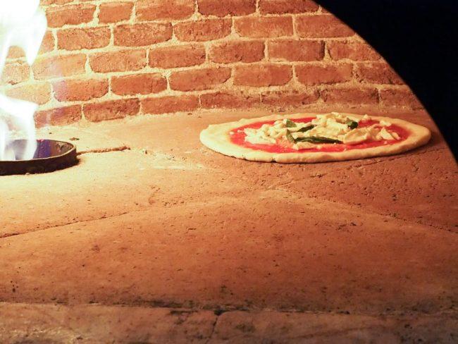 Hjemmelavet pizza i ovn