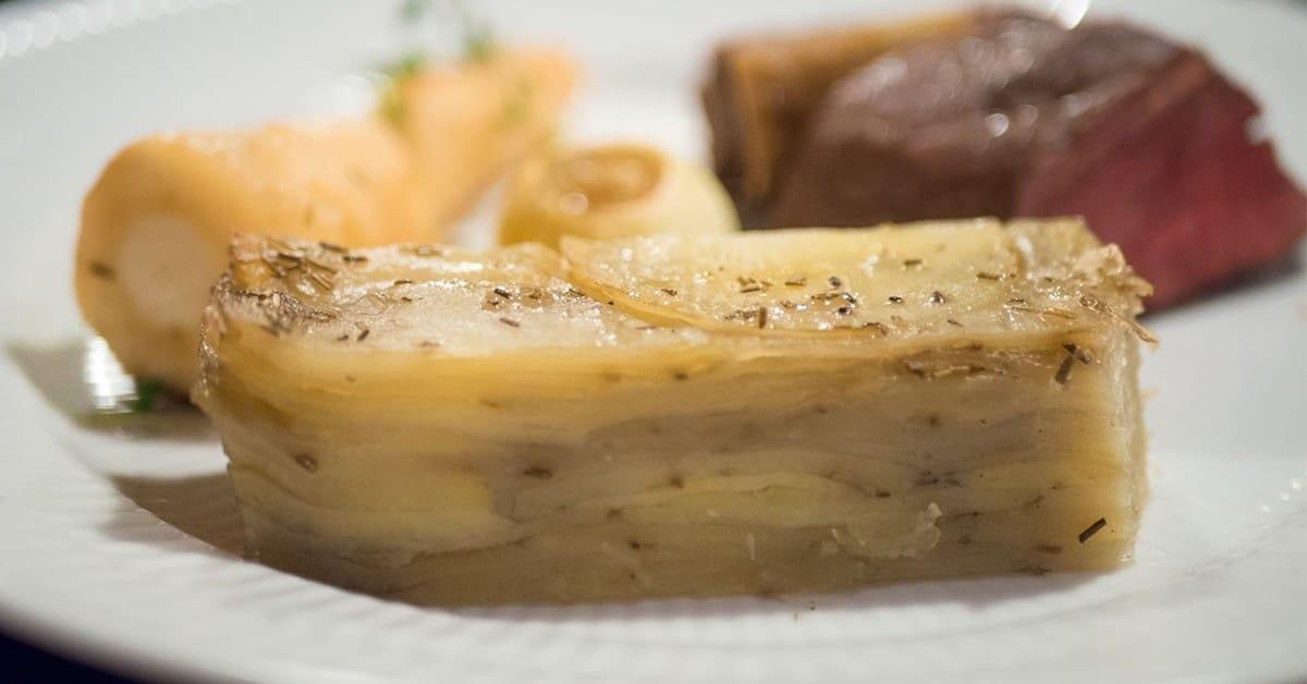 Pommes anna - Kartofler bagt i lag med smør