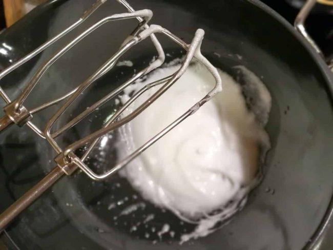 Æggehvider piskes stive