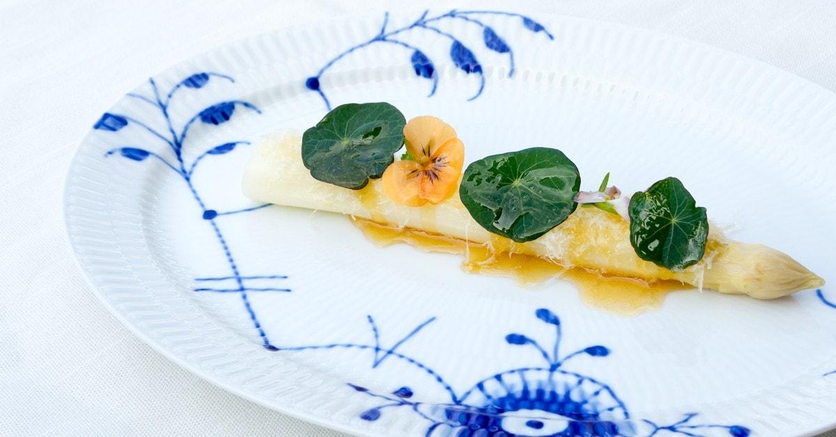 Hvide asparges, brunet smør og havgus