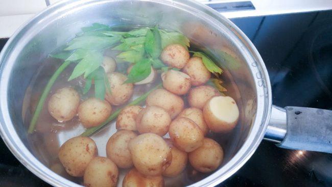 Kartoflerne koges i 6-8 minutter