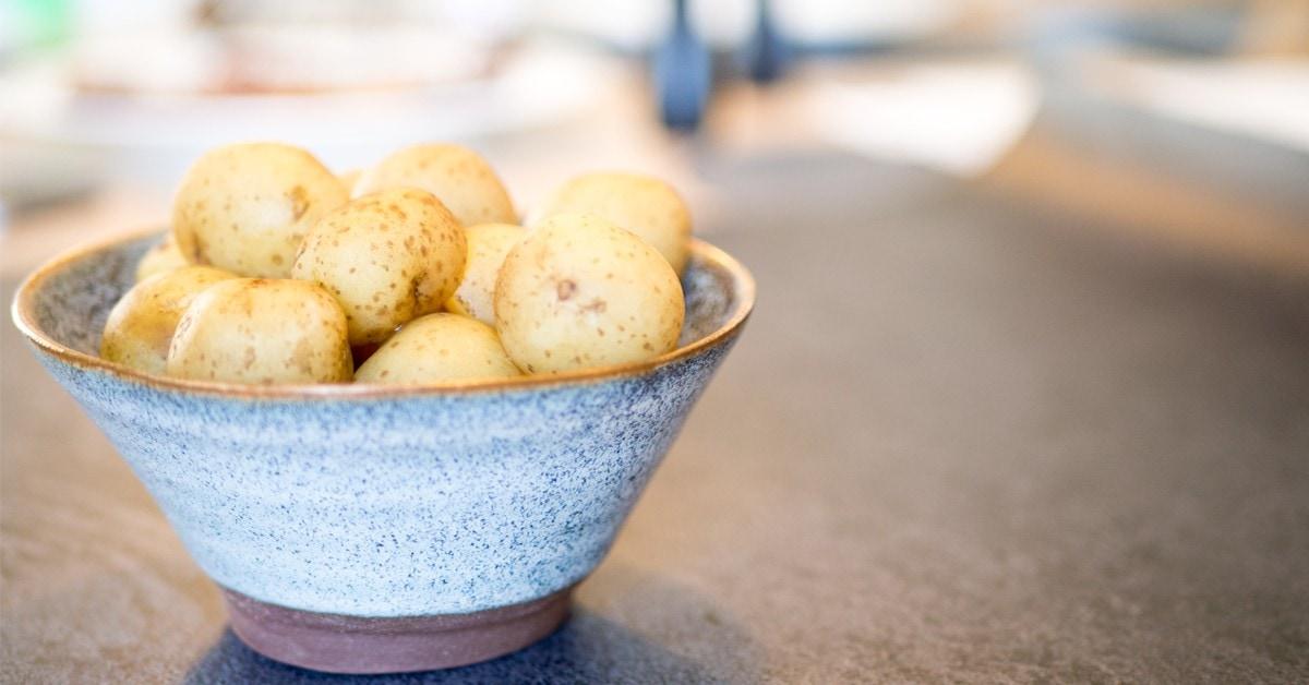 Sådan koger du nye danske kartofler