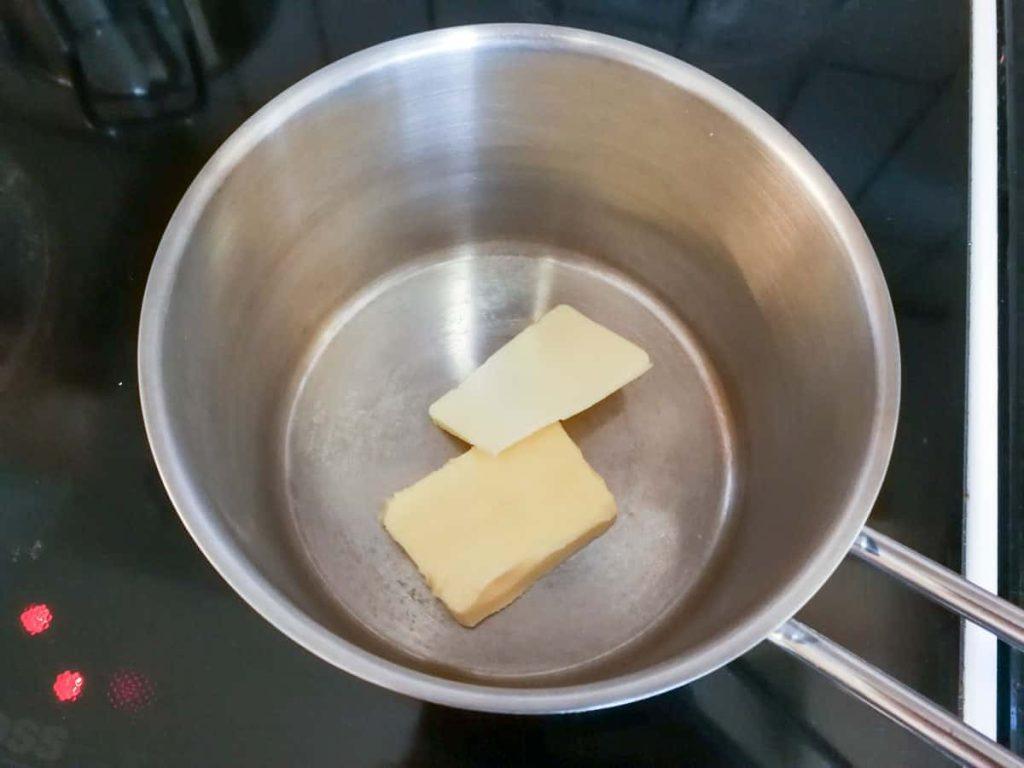 Smør smeltes