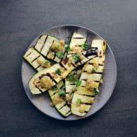 Grillet squash med sennep og citron