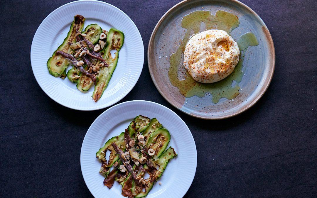 Burrata, ansjoser og stegt squash