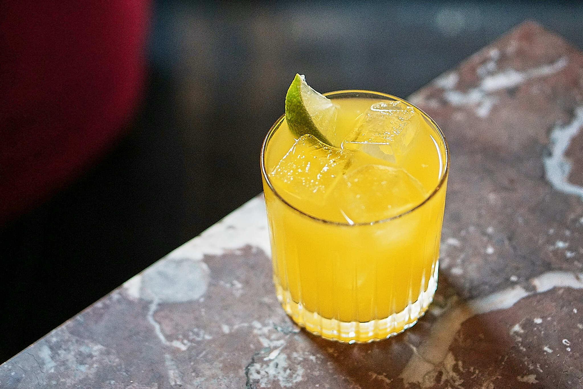 Gin Hass – Frugtig cocktail med mango og lime